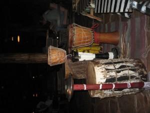 Lobo Wild Life Lodgeに泊まる。マサイの打楽器。ものすごく早いリズムだ。