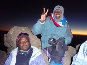 高岡一家は昨夜の遅く登頂アタック。これは頂上で。