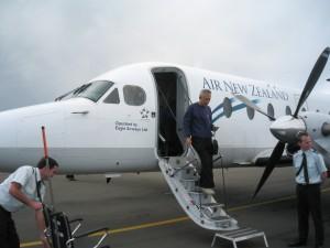 ケリケリ空港へ到着。品川先生。