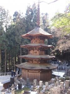 安楽寺の八角三重塔(国宝)