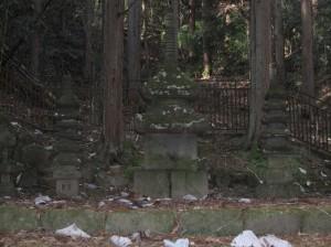 常楽寺の石造多宝塔(重文)
