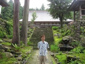 関興寺の参道にて